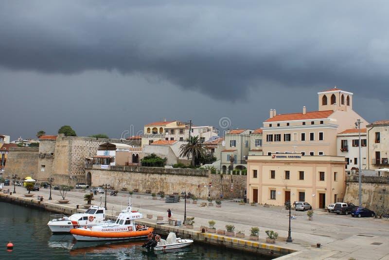 Port av Alghero Italien Sardinia arkivfoton