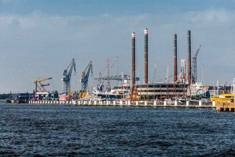 Port av Amsterdam horisont royaltyfri foto