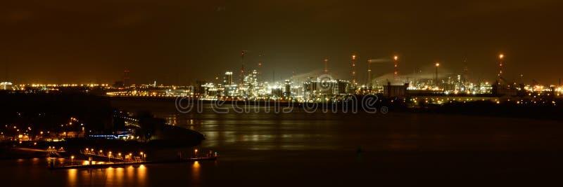 Port av Antwerp vid natt arkivfoto