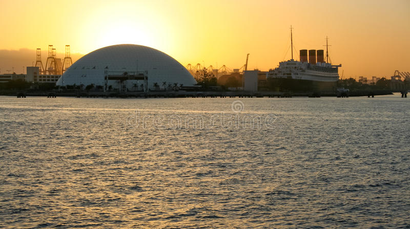 Port av den Long Beach drottningen Mary Sunset royaltyfri bild