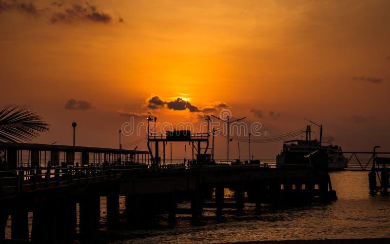 Port av färjan i Kohsamuien, Thailand royaltyfria foton