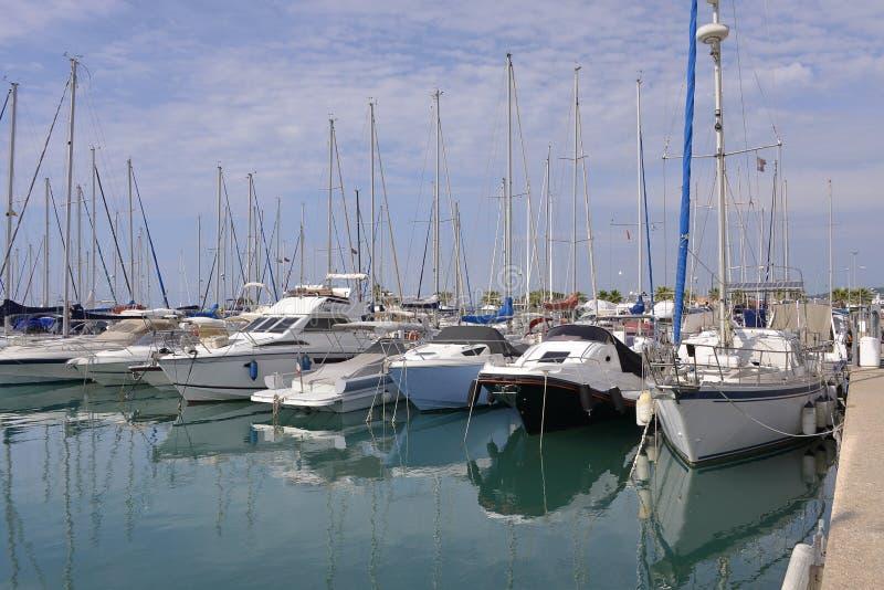 Port av Helgon-Laurent-du-Var i Frankrike royaltyfria foton