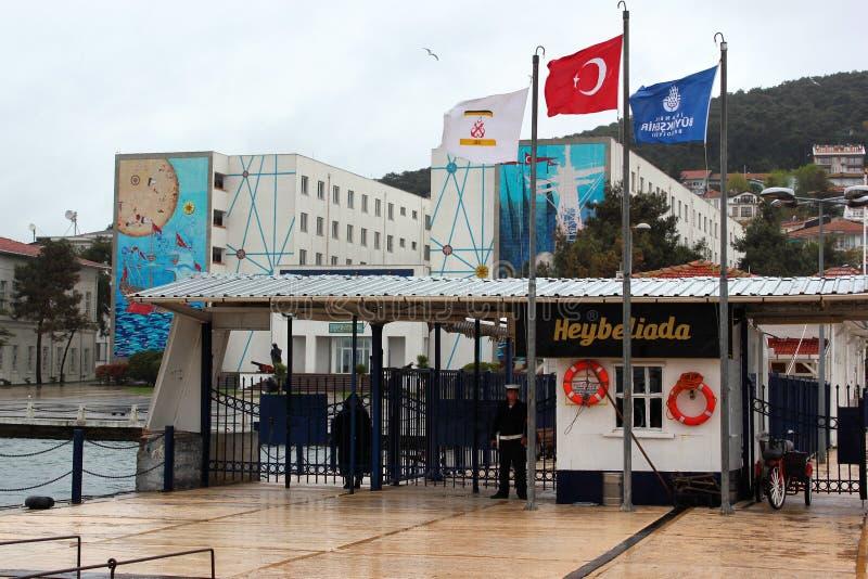 Port av Heybeliada, sekunden - som är störst av prinsen Islands, Turkiet royaltyfri foto