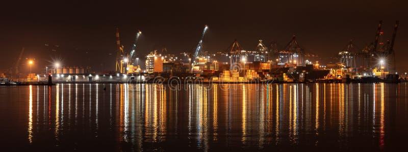 Port av La Spezia på natten - Liguria Italien royaltyfria foton