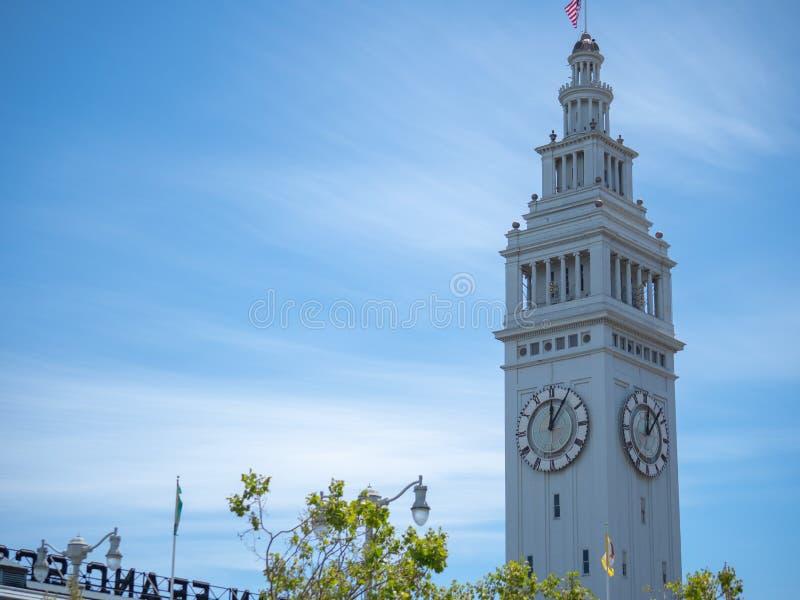 Port av San Francisco Ferry Building på stranden av Emen fotografering för bildbyråer