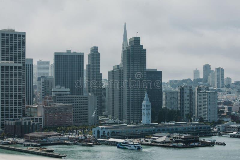 Port av San Francisco och stadshorisonten royaltyfri bild