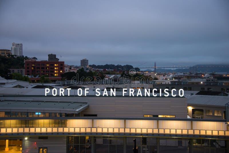 Port av San Francisco på gryning royaltyfri fotografi