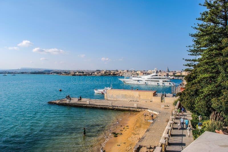 Port av Syracuse i Sicilien arkivbilder
