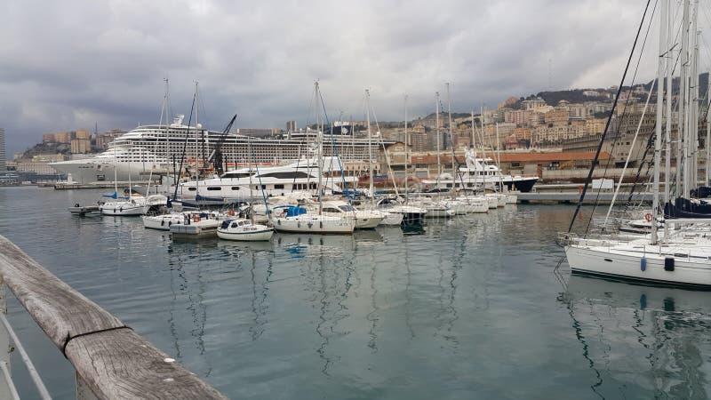 Port avec des bateaux image libre de droits