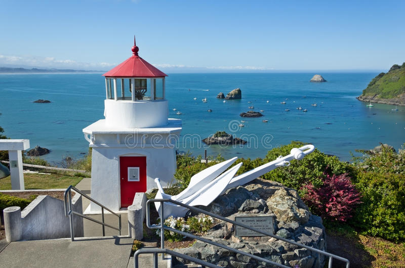 Port commémoratif de lighthouseand de baie du Trinidad, la Californie image libre de droits