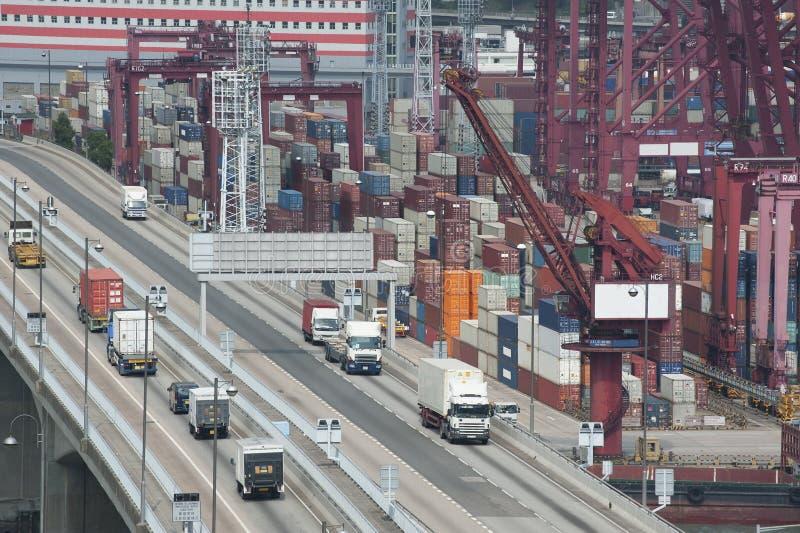 Port commercial de conteneur photos stock
