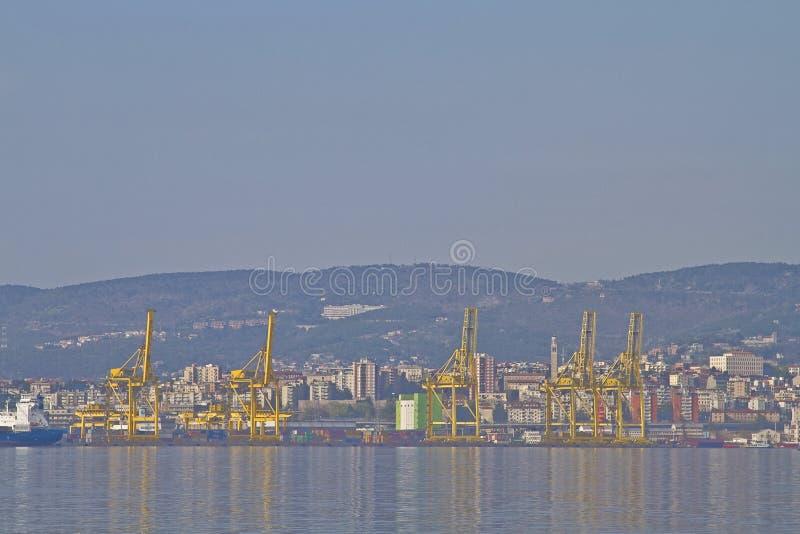 Port commercial de Trieste images stock