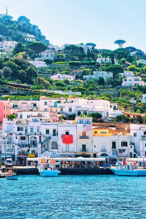 Port d'île et de bateaux de Capri images libres de droits