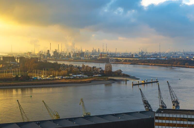 Port d'Anvers au coucher du soleil, Belgique photographie stock libre de droits