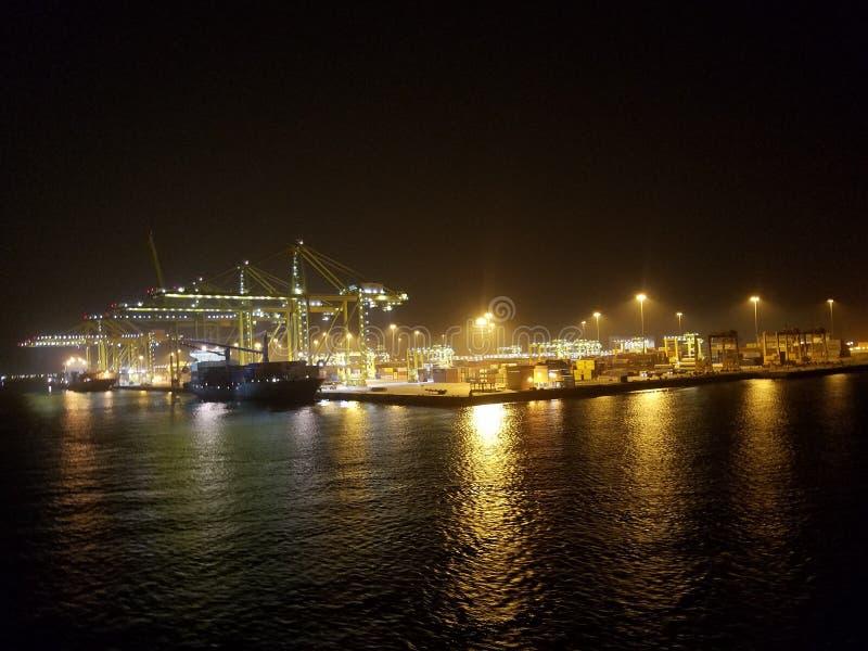 Port dans la nuit photo libre de droits