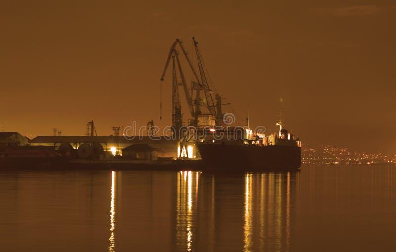 Port de Bakou la nuit photographie stock
