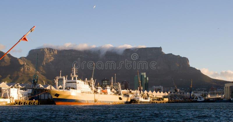Port de Cape Town et montagne de Tableau, Afrique du Sud image stock