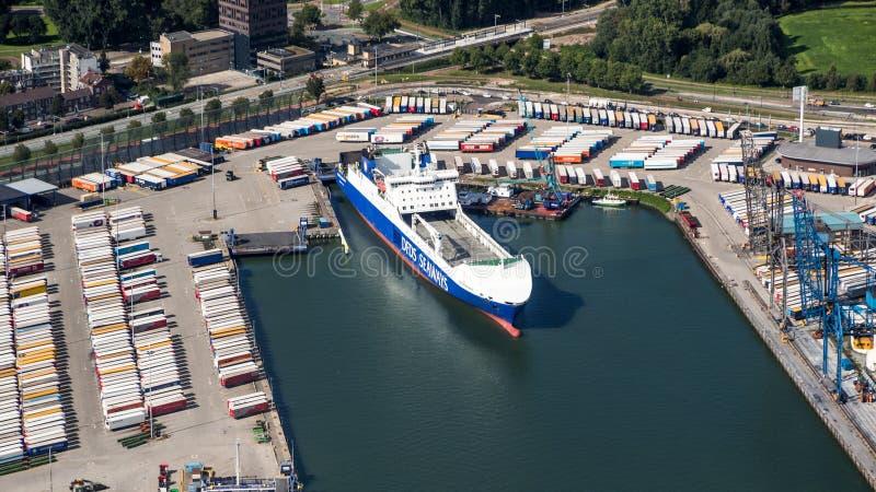 Port de cargo de roulier de Rotterdam image stock