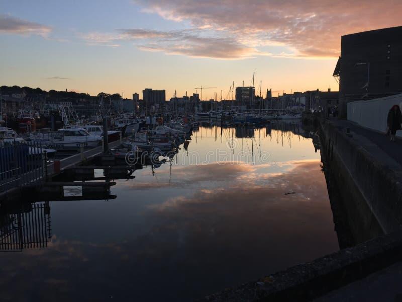 Port de coucher du soleil photographie stock libre de droits