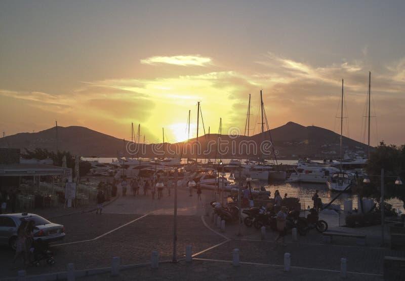 Port de coucher du soleil - puerto de l'ONU de puesta de sol en photo stock