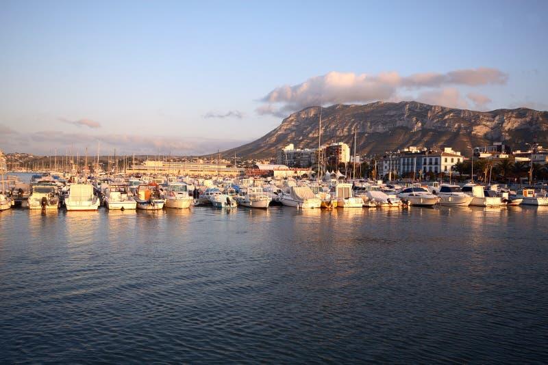 Port de Denia dans le blanca de côte images stock