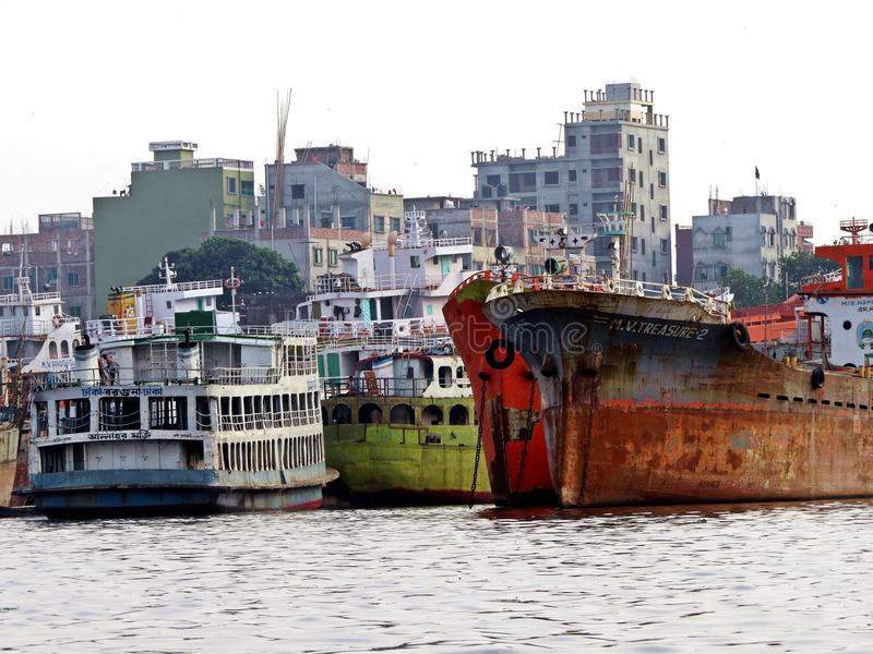 Port de Dhaka, rivière de Buriganga, Dhaka, Bangladesh photos stock