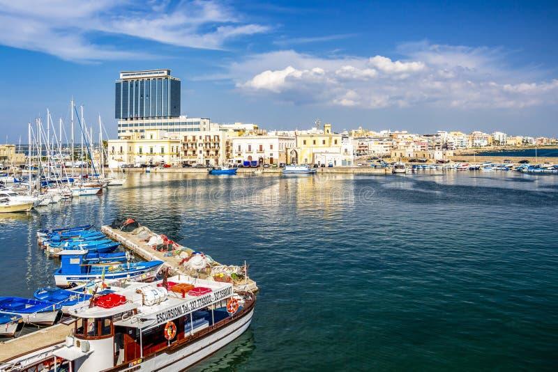 Port de Gallipoli, province de Lecce, Pouilles, Italie images stock