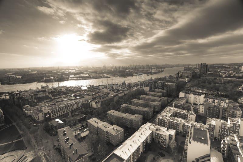 Port de Hambourg Allemagne de ci-dessus dans la sépia images libres de droits