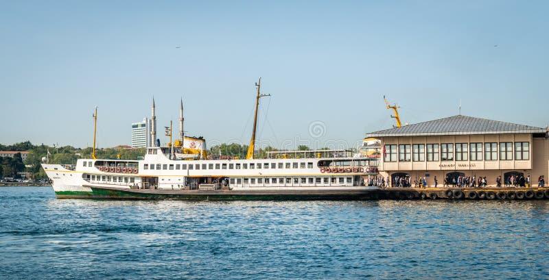 Port de Kadikoy à Istanbul, Turquie photographie stock libre de droits
