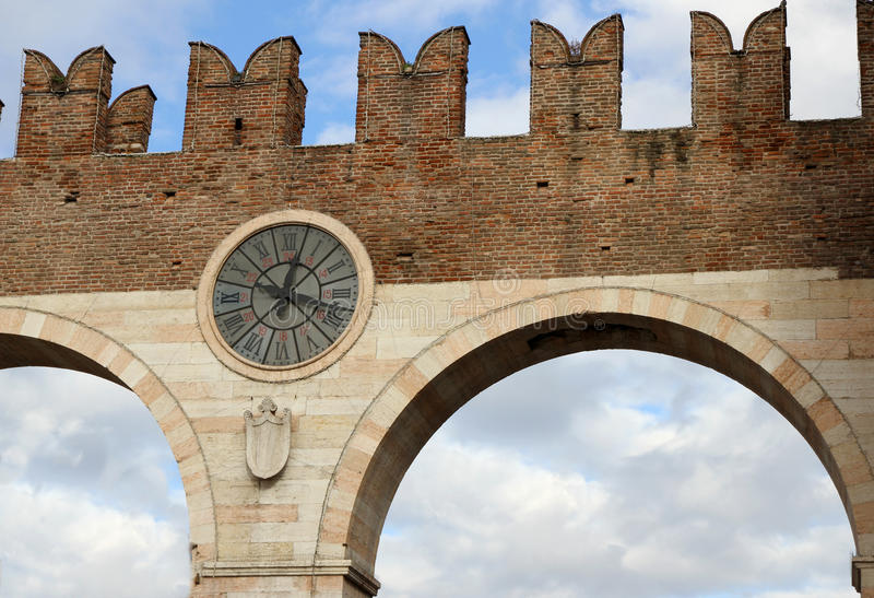 Port de la ville antique de Vérone en Vénétie en Italie photos libres de droits