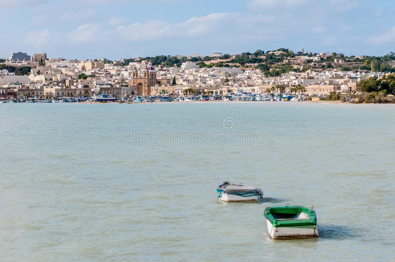 Port de Marsaxlokk, un village de pêche à Malte photos libres de droits