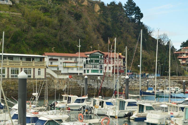 Port de Mutricu avec l'en raison amarré par bateaux des inclémences des bâtiments de Hugo And With Its Picturesque d'ouragan dans photos libres de droits