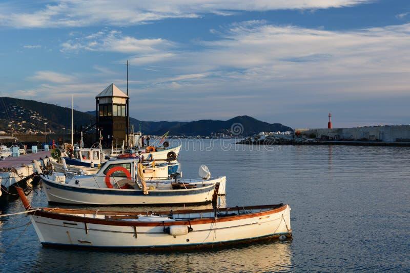 port de pêche de bateaux Lavagna l'Italie Ligurie photographie stock libre de droits