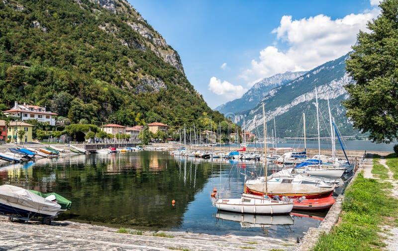 Port de Parè sur le lac Como dans Valmadrera image libre de droits