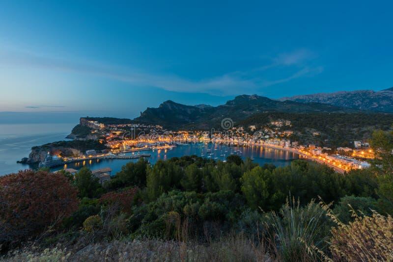Port de Soller Mallorca an der Dämmerung stockbild