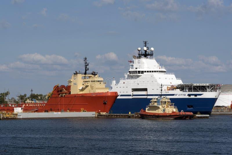 Port de Tampa Etats-Unis Remorqueurs et navires d'expédition d'approvisionnement image stock
