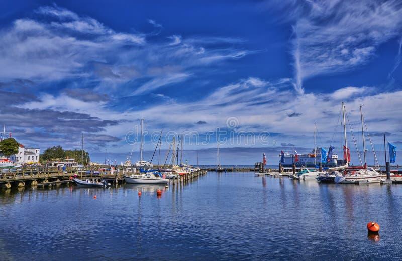 Port de ville et voilier de Rostock Warnemünde, Allemagne image libre de droits