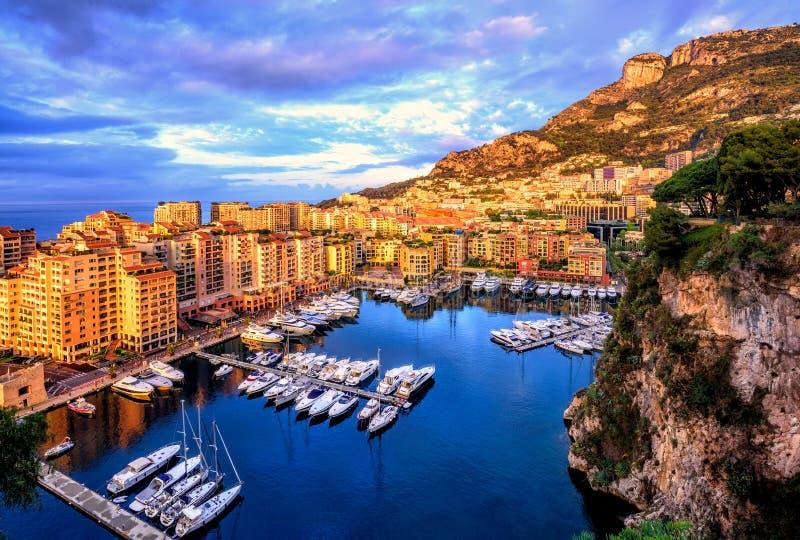 Port den Fontvieille hamnen i gammal stad av Monaco royaltyfri fotografi