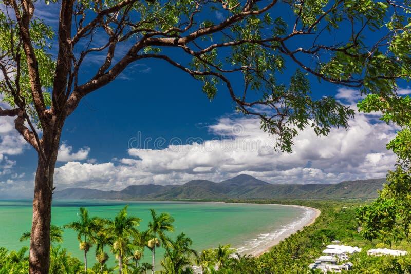 Port Douglas Four Mile Beach och havet, Queensland, Australien royaltyfria bilder