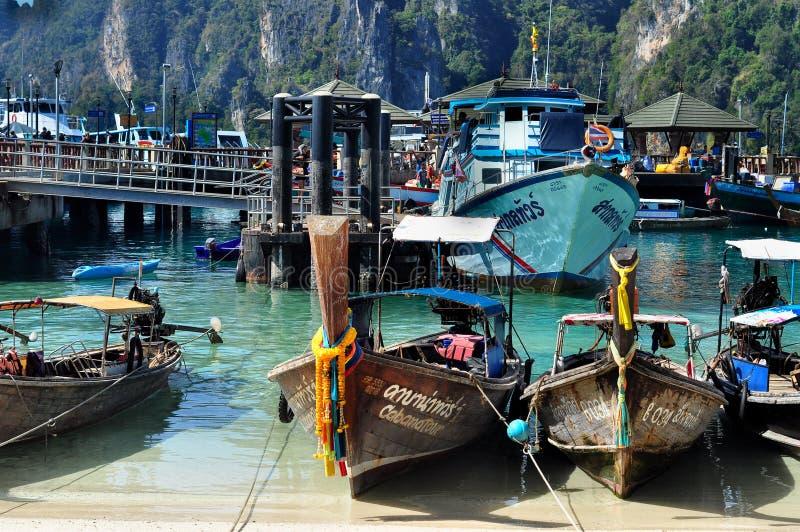 Download Port en Phi Phi photo stock éditorial. Image du plusieurs - 56488863
