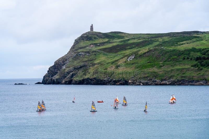 Port Erin, île de Man, le 16 juin 2019 Navigation de la formation de peloton chez Erin Bay gauche photographie stock libre de droits