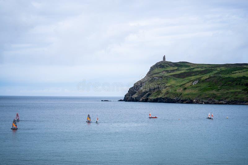 Port Erin, île de Man, le 16 juin 2019 Navigation de la formation de peloton chez Erin Bay gauche photo libre de droits