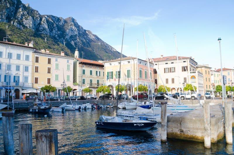 Port et bord du lac chez Gargagno photo libre de droits