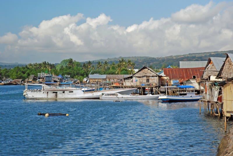 Port et maisons sur des échasses, Maumere, Indonésie photo libre de droits