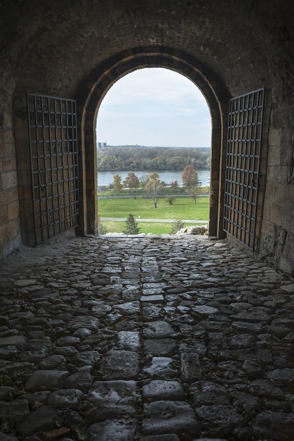 Port för Belgrade Kalemegdan fästningutgång arkivbild