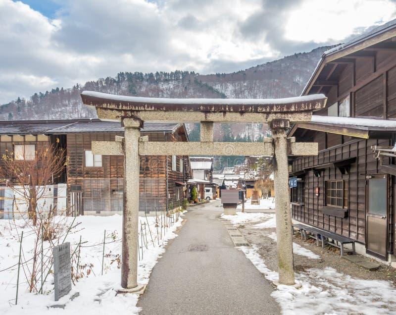 Port för huvudsaklig ingång av den Shirakawa byn, Japan royaltyfria foton