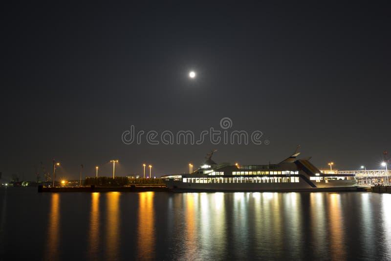 Port för nattplatsfärja 2 royaltyfri foto