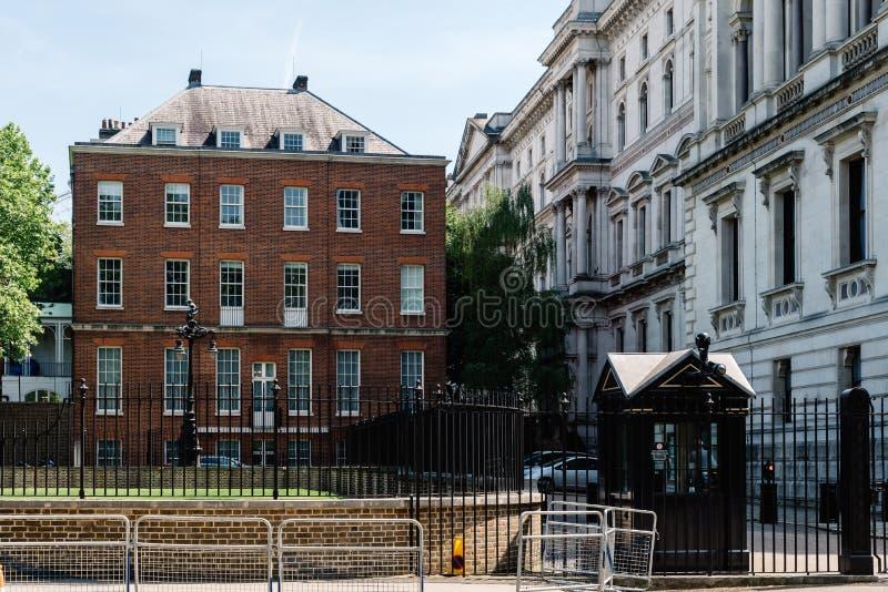Port för tillbaka ingång till Downing Street i London, arkivfoton