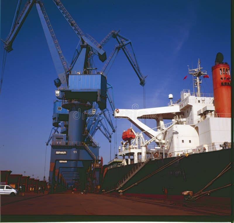 Port för urladdning av malm i stora partier arkivfoton