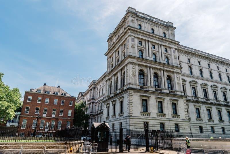 Port f?r tillbaka ing?ng till Downing Street i London, arkivfoton